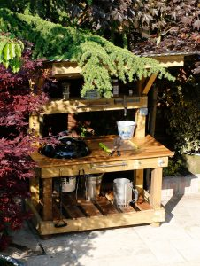 BBQ Grill Shack - Outdoor BBQ Cooking Station
